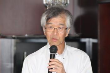 開会の辞を述べる市村副会長