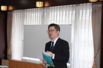 就業規則の見直しを重要性を述べる山田氏