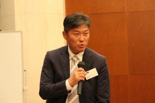 閉会の辞を述べる石川副会長